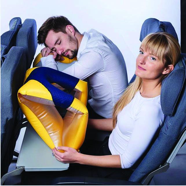 Novinka z naší dílny – nafukovací polštář do letadla