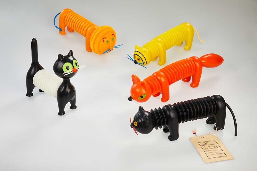 Harmonikové hračky designérka Libuše Niklová / Fatra