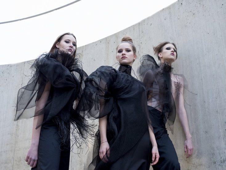 Měkčené PVC fólie na oděvních modelech
