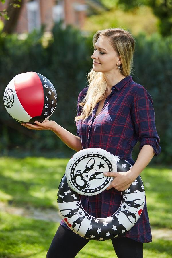 Designerka Veronika Vaňhová and Frenchie inflatable toys
